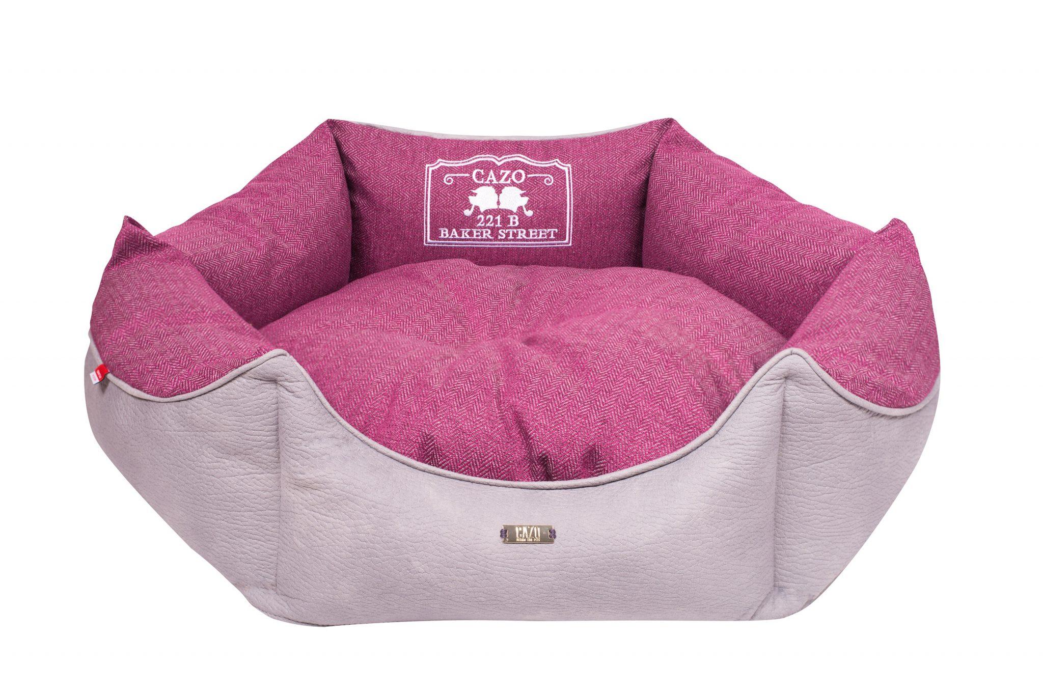 Pelech Cazo Baker street King ružový je pohodlný a kvalitný pelech pre psa alebo mačku. Moderný dizajn, komfort, kvalitné spracovanie materiálov a jednoduchá údržba.