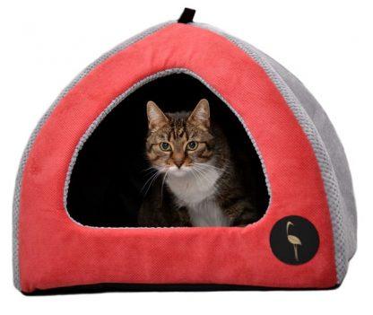 Domček pre psa a mačku Bella Použité materiály - mäkké a odolné tkaniny - vysoká odolnosť proti odieraniu - odolná podložka vo vnútri a nekĺzavá na spodnej časti - polyuretánová pena ako náplň Dostupné rozmery S : 40 cm x 40 cm : pre mačky a psíkov veľkosti York Terrier, Chihuahua ... M : 50 cm x 50 cm : pre mačky a psíkov veľkosti Mops a pod.