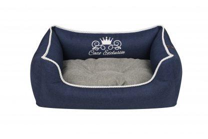 Pelech Cazo Exclusive kolekcia Royal modrá, je pelech pre odvážnych milovníkov domácich maznáčikov, zároveň spĺňavšetky náročné kritéria potrebné pre pohodlie vášho domáceho maznáčika, ktorými sú kvalita, komfort, moderný dizajn, originalita a jednoduchosť v údržbe. Dvojfarebný vankúš možnosť kombinácie: šedý