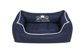 Pelech Cazo Exclusive kolekcia Royal modrá, je pelech pre odvážnych milovníkov domácich maznáčikov, zároveň spĺňavšetky náročné kritéria potrebné pre pohodlie vášho domáceho maznáčika, ktorými sú kvalita, komfort, moderný dizajn, originalita a jednoduchosť v údržbe. Dvojfarebný vankúš možnosť kombinácie: modrý