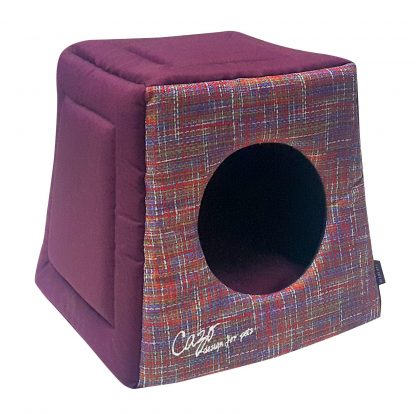 Domček pre psa Impressionist bordový je pohodlný a útulný domček, určený pre vášho domáceho maznáčika, v ktorom sa bude cítiť výnimočne. Zároveň slúži ako výborný dizajnový doplnok pre vybavenie vášho interiéru. Dostupný je v uvedenej veľkosti: Uni - veľkosť LMPC0801: 40 v x 40 x 38 cm