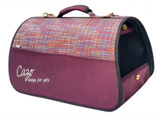 Transportná taška Impressionist bordová, je vhodná na transport vášho psa alebo mačky do hmotnosti 5 kg. Spĺňavšetky náročné kritéria potrebné pre pohodlie pri transporte vášho domáceho maznáčika, ktorými sú bezpečnosť, kvalita, vzdušnosť, komfort, moderný dizajn, originalita a jednoduchosť v údržbe. Transportná taška je dostupná uni veľkosti: Rozmery : LMPC0901 : 50 x 27 x 26 cm
